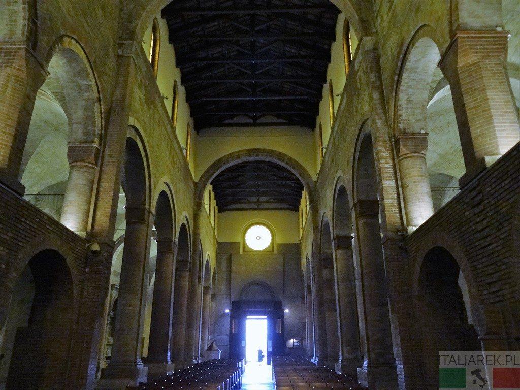 Wnętrze bazyliki San Mercuriale w Forli