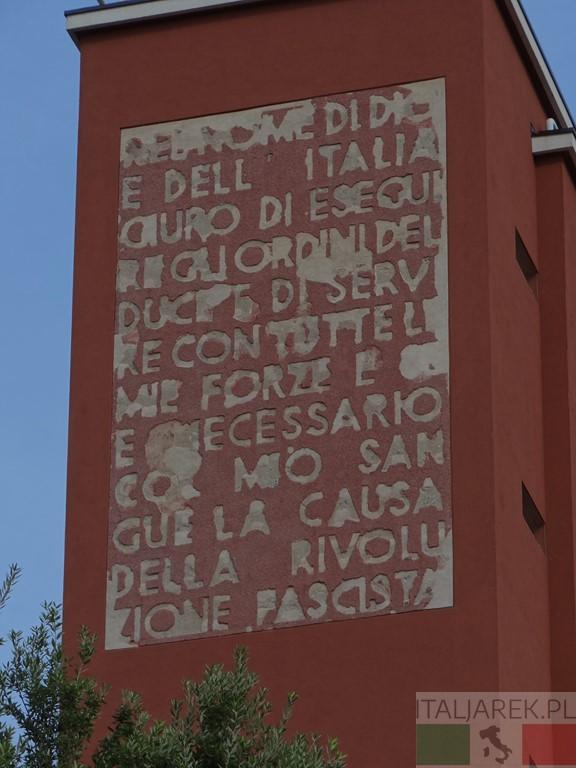Casa dei Balilla - napis na wieży
