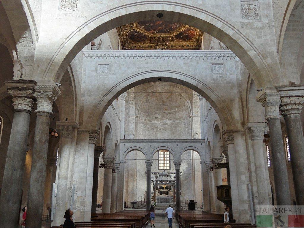 Bazylika św. Mikołaja - wnętrze