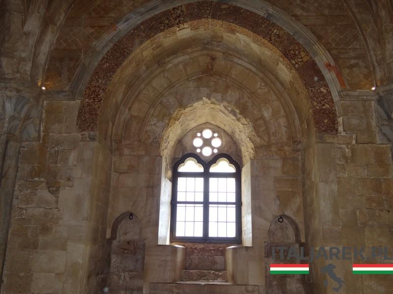 Gotyckie okno - Castel del Monte
