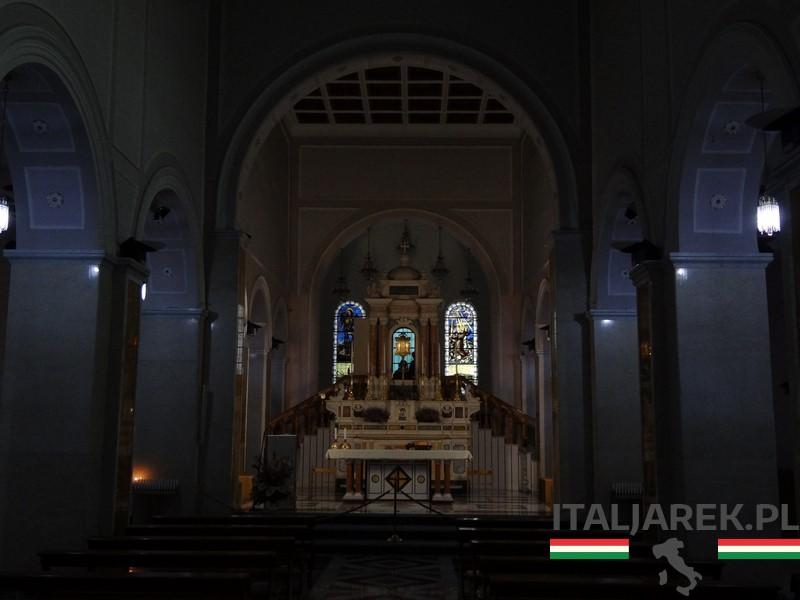 Manoppello - wnętrze kościoła