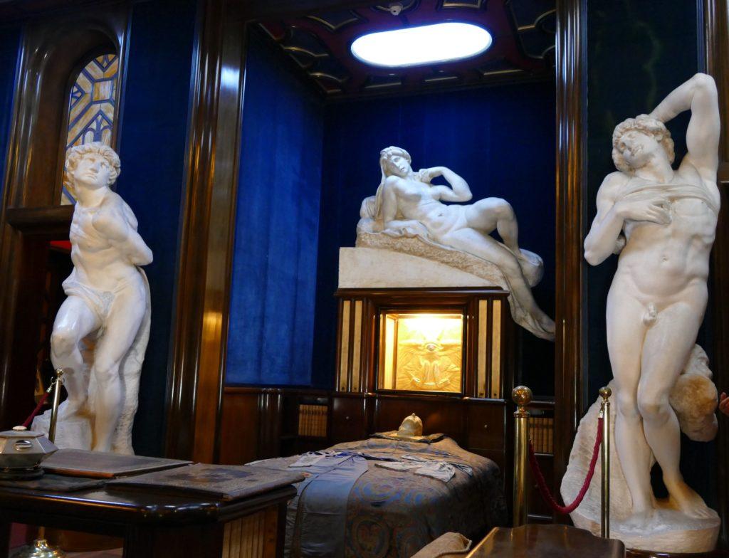 vittoriale - sala, w której wystawiono ciało D'Annunzio
