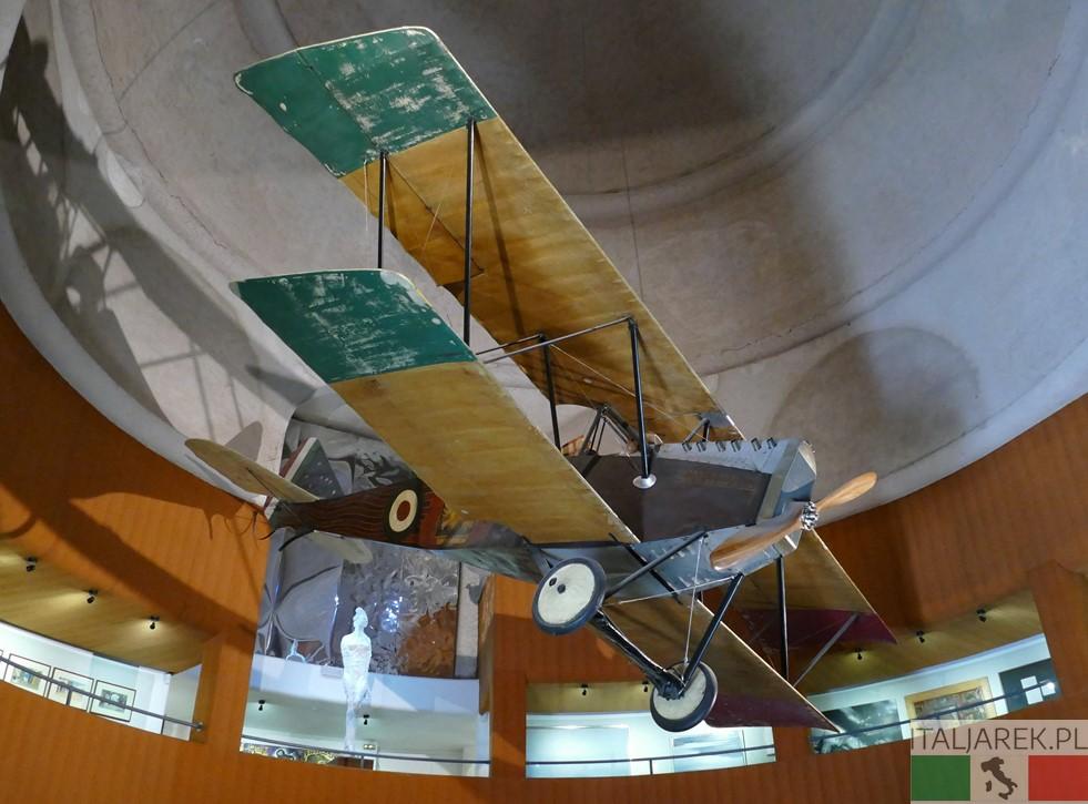 Vittoriale - samolot D'Annunzia