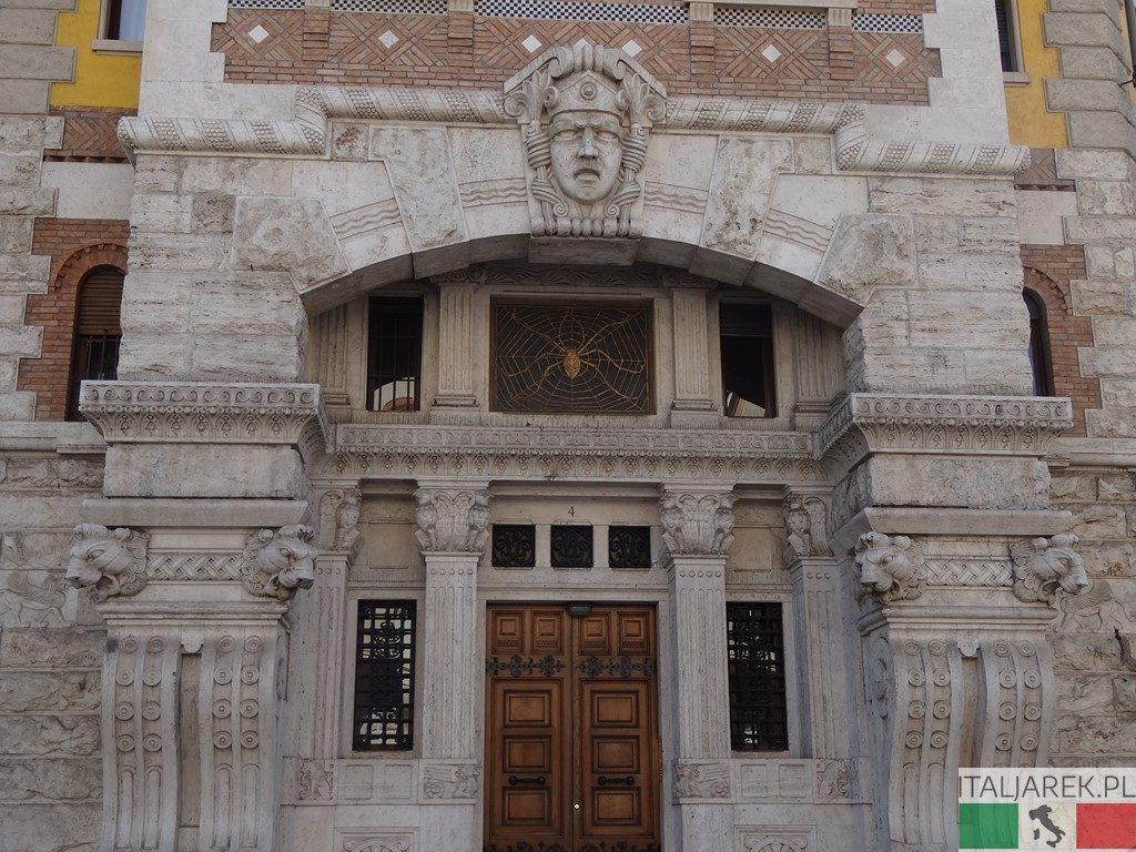 Coppede - wejście do pałacu Ragno