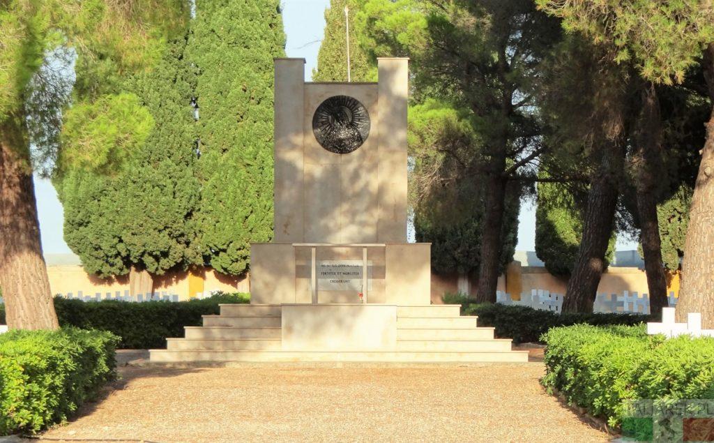 Casamassima - ołtarz na cmentarzu wojennym