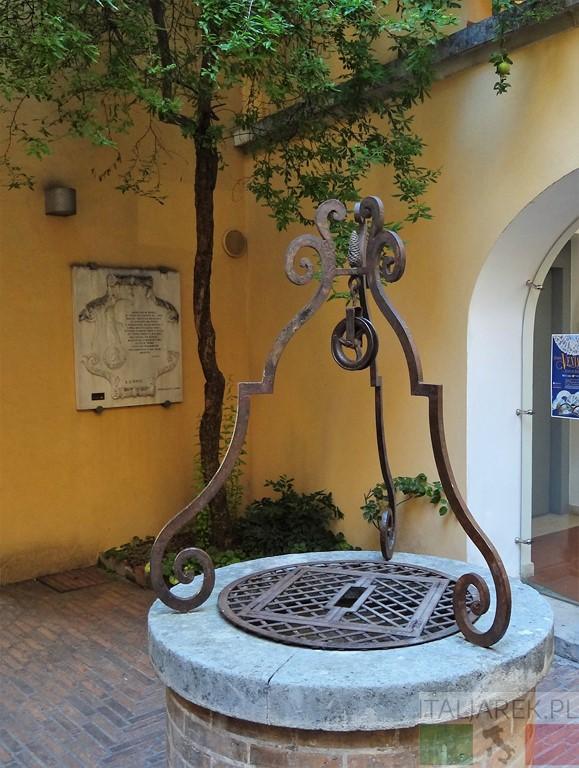 Muzeum d'Annunzio - dziedziniec