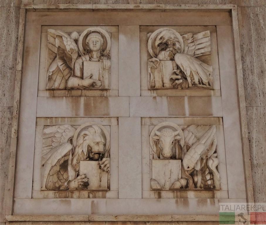 Symbole  czterech ewangelistów na fasadzie baptysterium przy katedrze w Pescarze