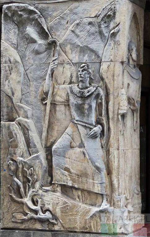 Sulmona - płaskorzeźba pasterza