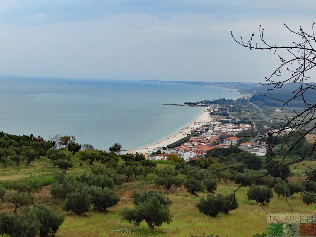 Widok z San Giovanni in Venere w kierunku Vasto
