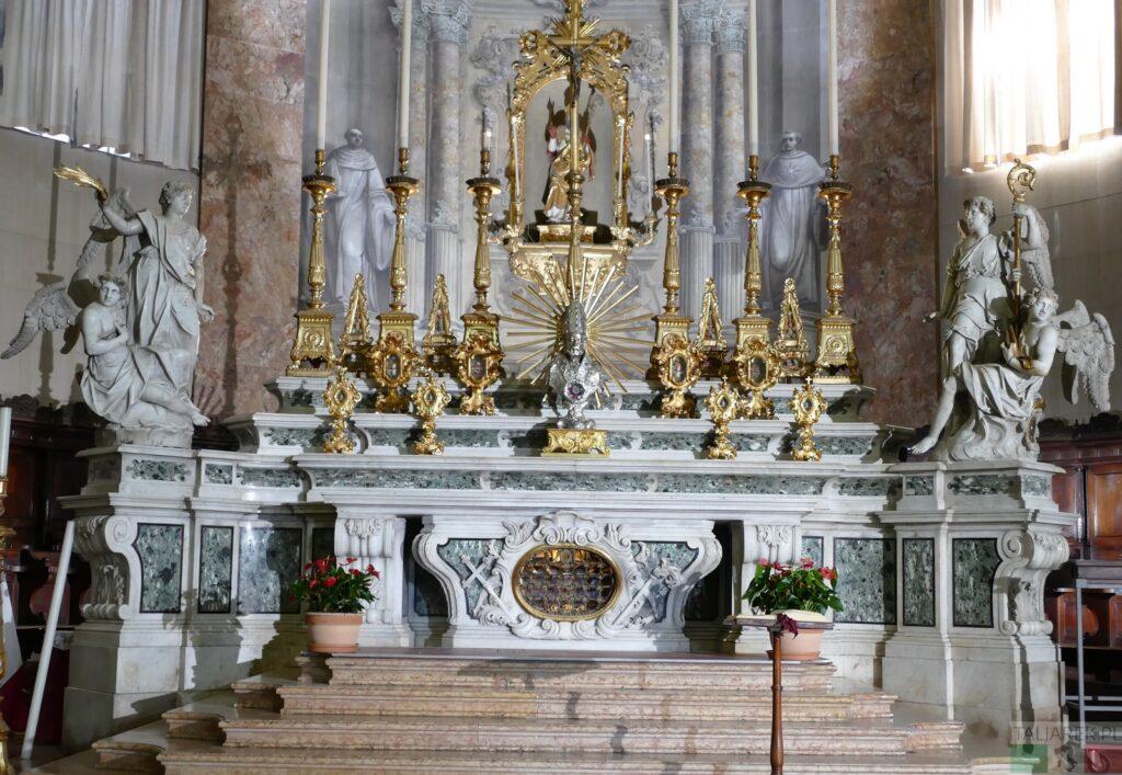 Katedra San Cassiano - ołtarz