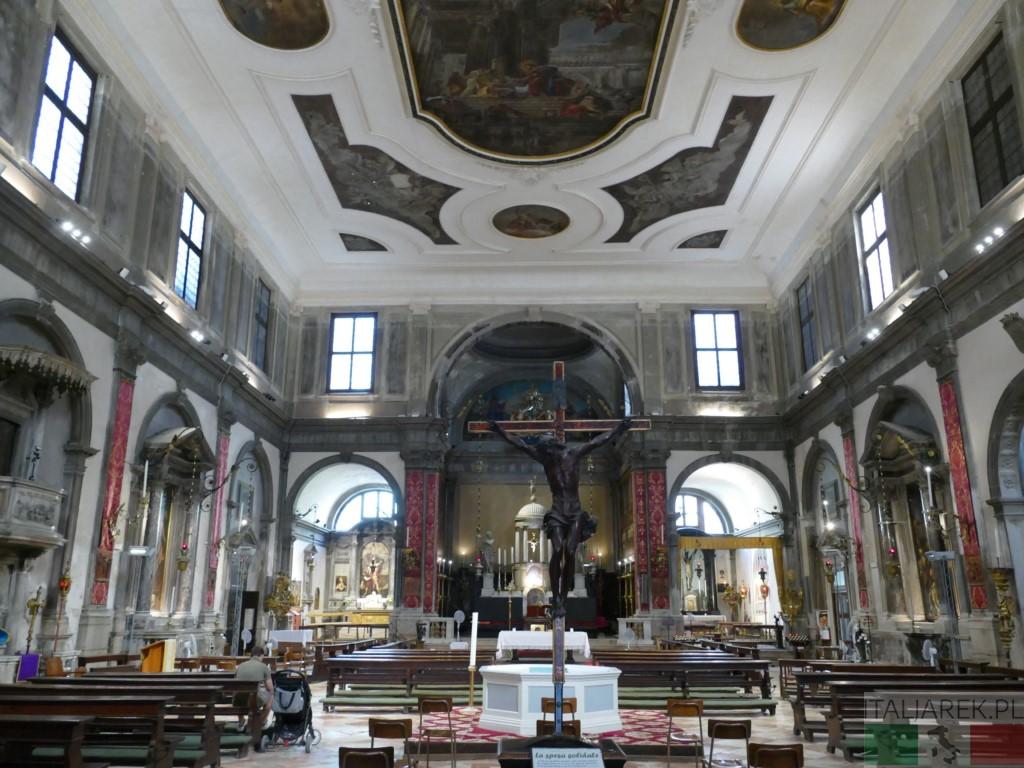 Santi Apostoli - wnętrze kościoła
