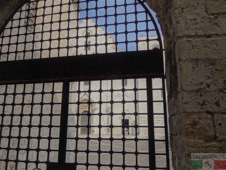 Fasada bazyliki św. Mikołaja